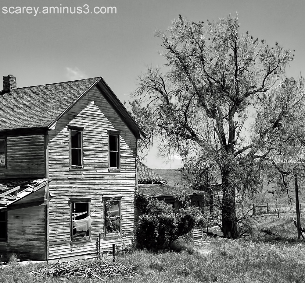 An abandoned House Sits Empty on the Great Plains