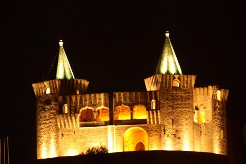 Porto de Mós Castle by night