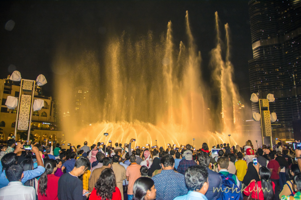 party fountain burj khalifa people dubai