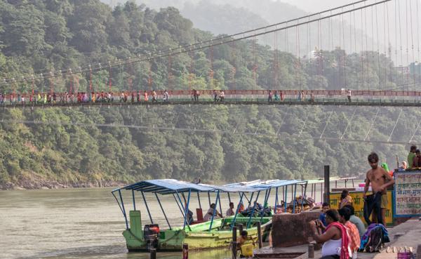 laxman jhula ganga river rishikesh