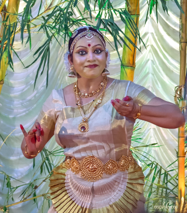 mohiniyattom dance art kerala