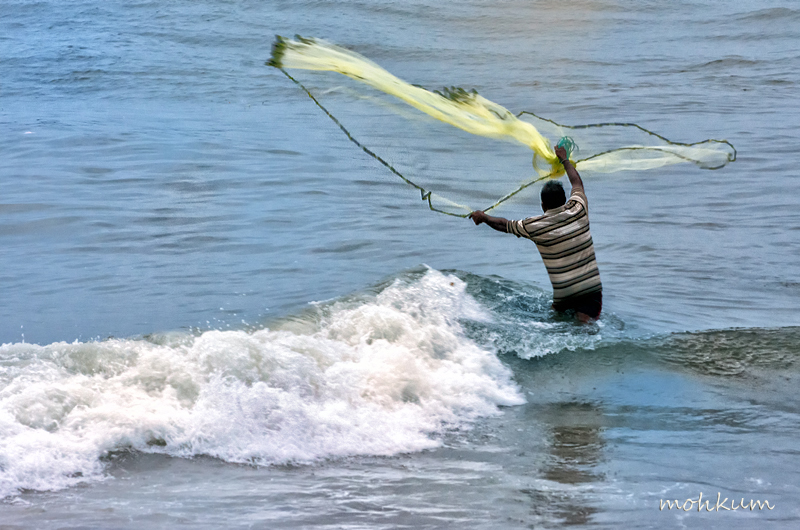 fisherman fishing net beach fortkochi