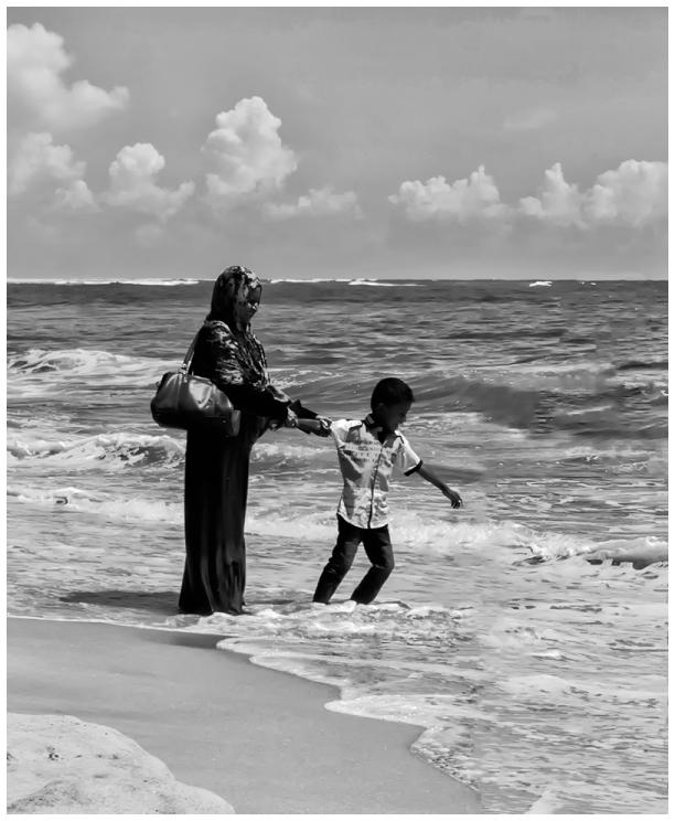 beach mother boy dhanushkodi
