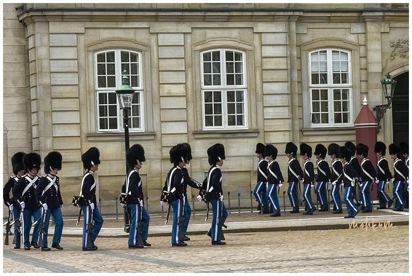 guard ceremony amalianborg palace copenhagen denma