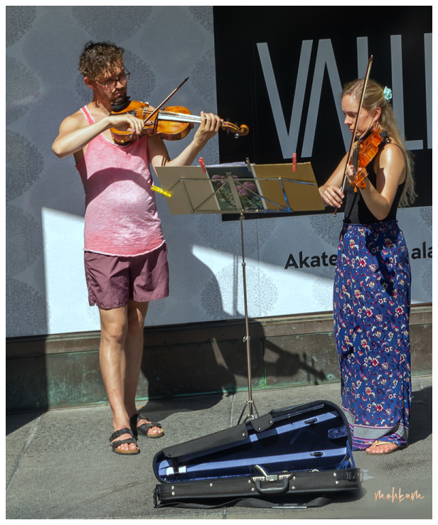 violin player street helsinki