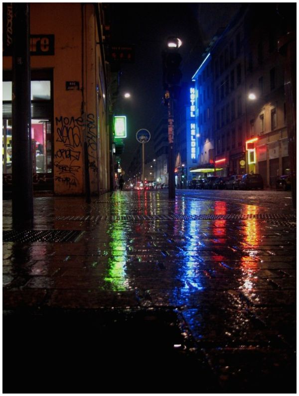 wet street by night - Lyon