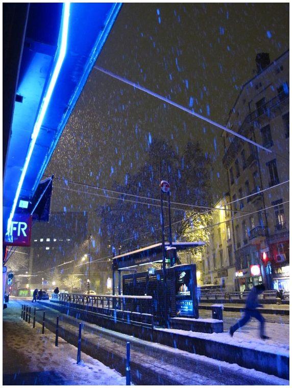 street lyon night snow