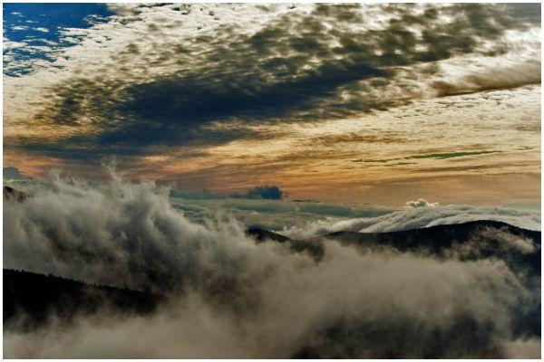 MountMitchell NorthCarolina USA clouds
