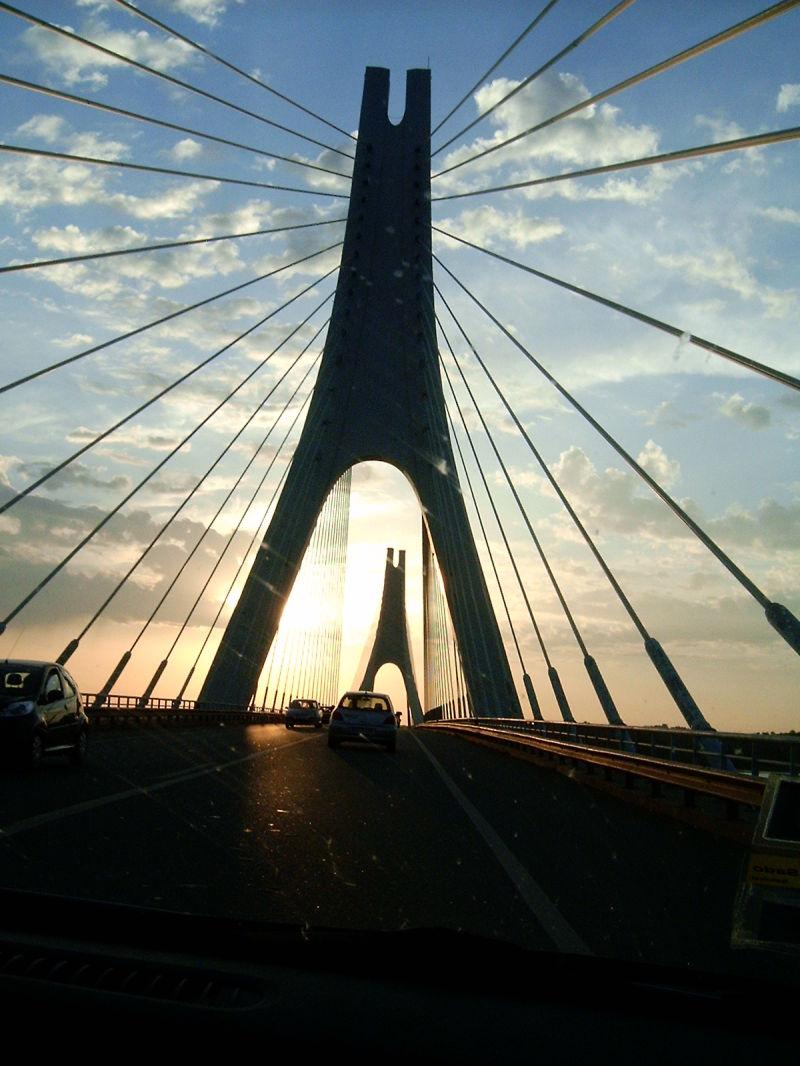 A ponte é uma passagem