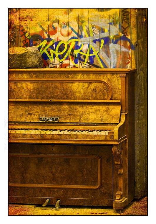 le piano abandonné