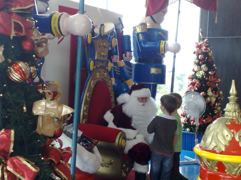 Santa Claus in West Field, Hornsby