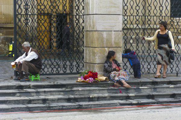 A la porta de l'església