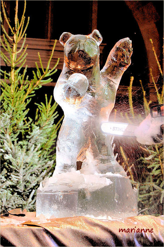 statue de glace ... ours polaire ...