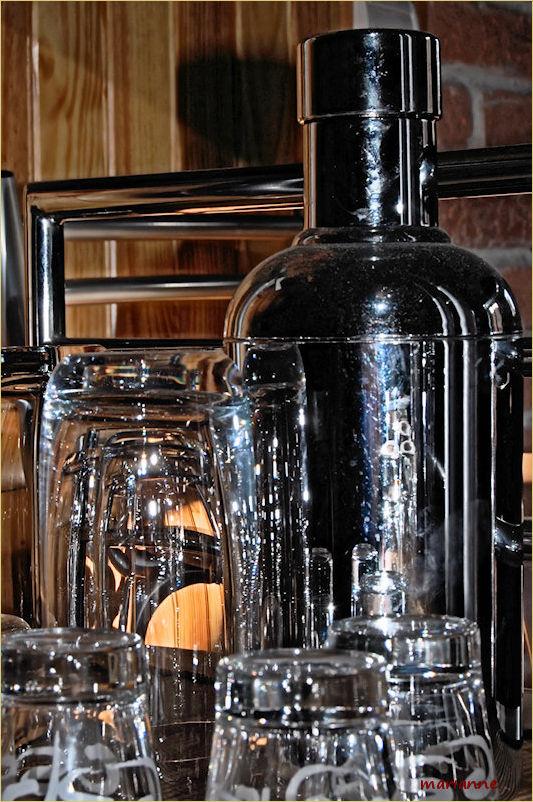 verres et shaker ... au bar ...