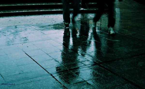 ...  raining running men ...passagers de la pluie