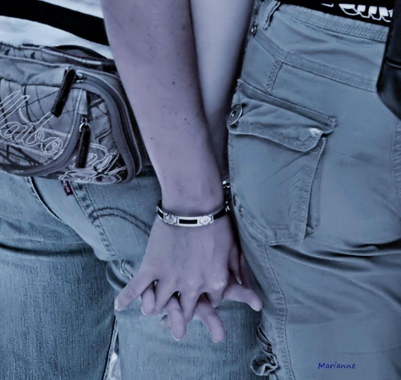 Women in love, Gay-pride 2009.
