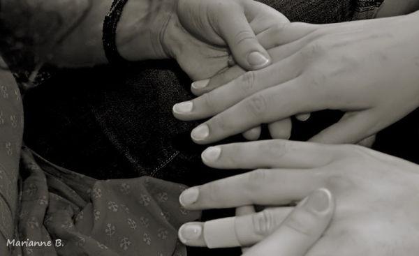 Tenir ta main , un peu plus longtemps ...