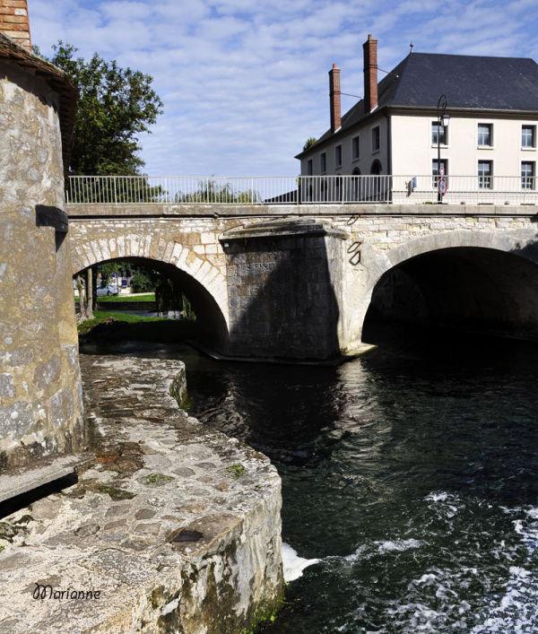 Sous le pont de Moret ...