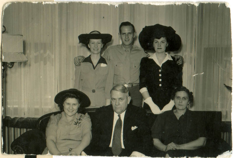Andresens: Babe, Logan, Mare, Peg, Andy, Ruth 1944