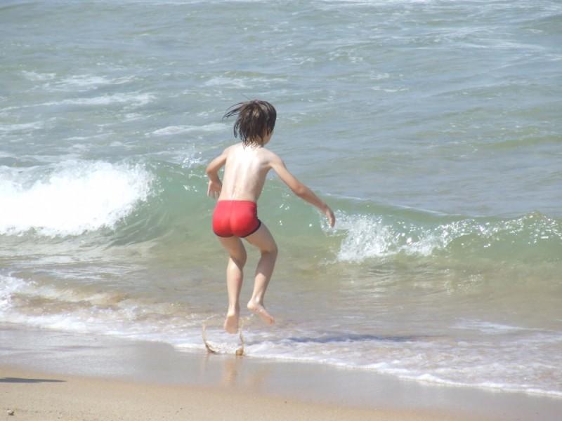 saltando na água