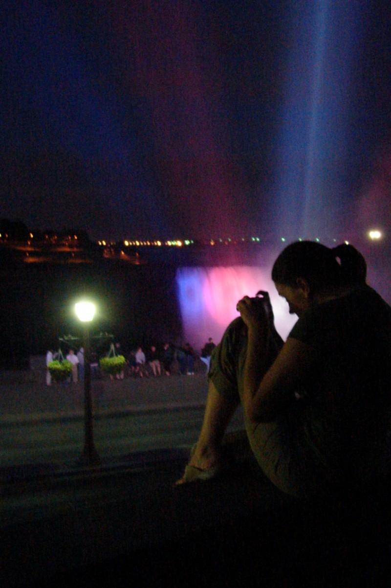 evening ,niagara falls,light show.