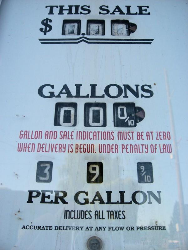 old sinclair gas pump
