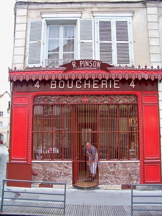 closing time for french shop keeper