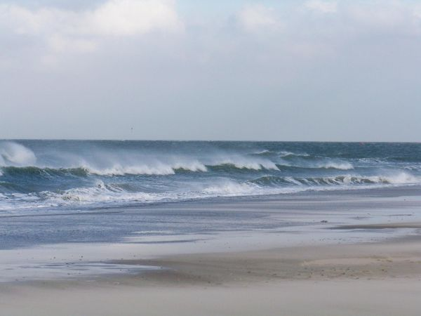 texel beach waves and wind