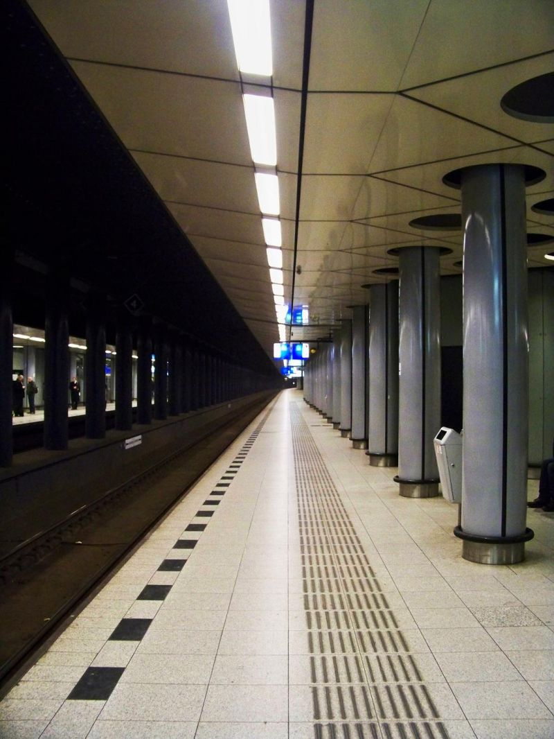 schiphol airport train tunnel