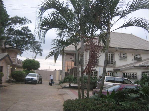 Manogrove House Hotel