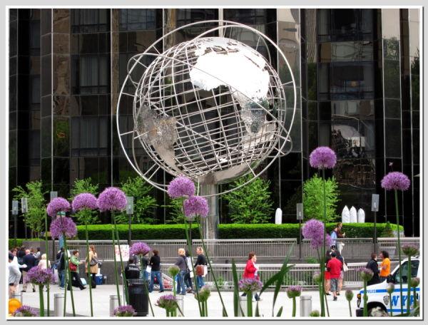 Columbus Circle Globe