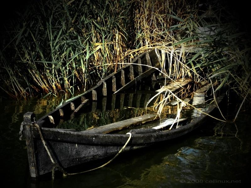 sunken boat by cellinux