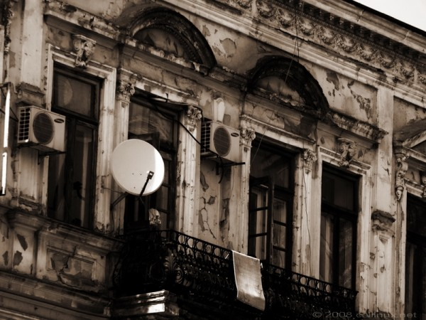 old house tech dish parabola casa by cellinux