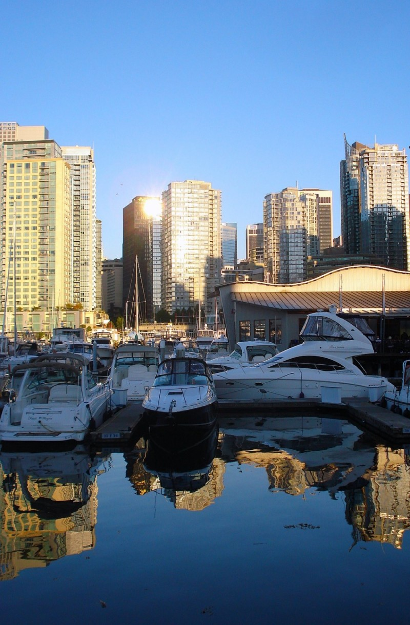 Seawall Coal Harbour Vancouver yachts