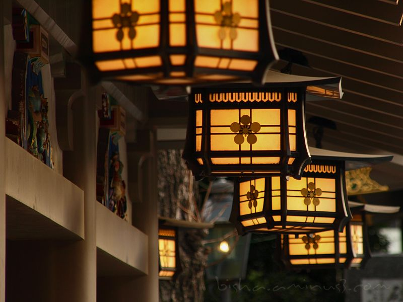 lanterns at Yushima tenmangu