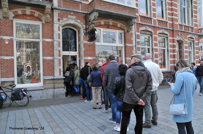 In line to buy a Bossche Bol (pastry)
