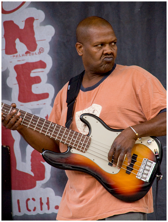 Playi Bass