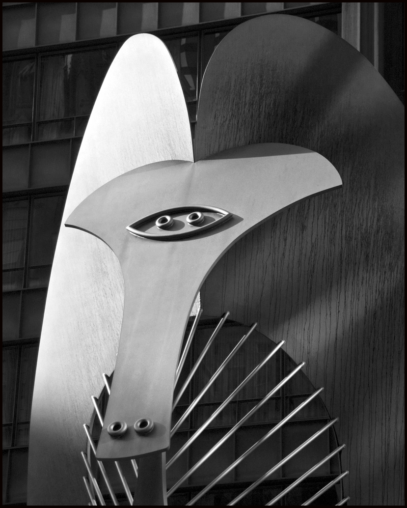 Picasso sculpture in Daily Plazza Chicago.