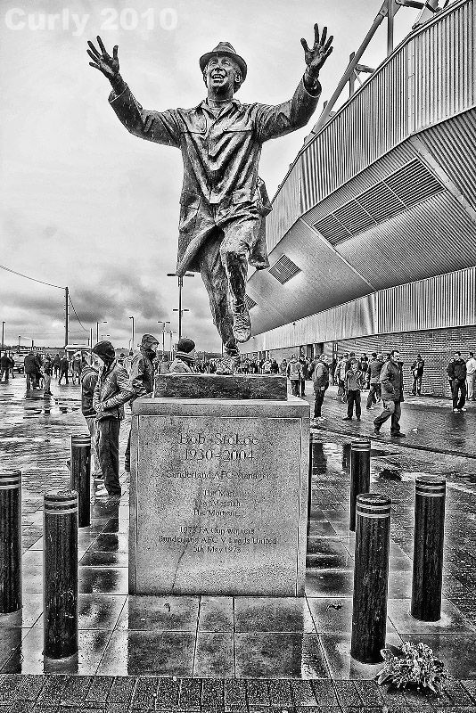 Bob Stoko statue Sunderland Stadium of Light