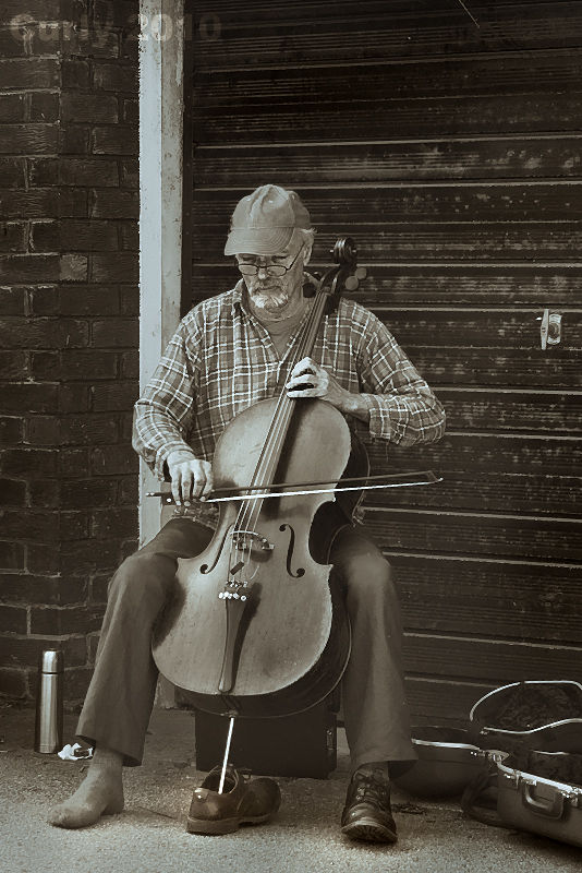 Busker playing cello in Durham