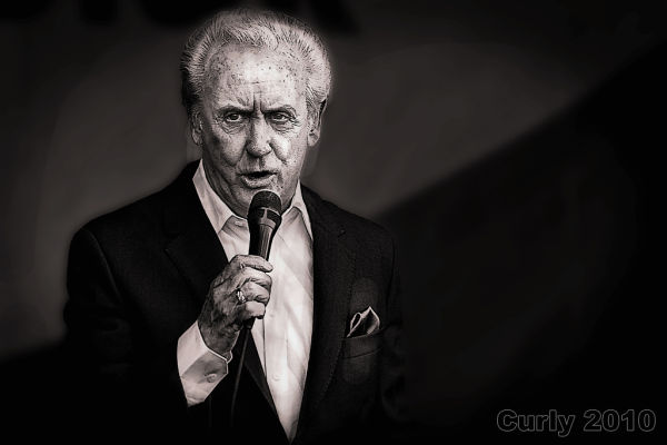 Tony Christie singing in South Shields