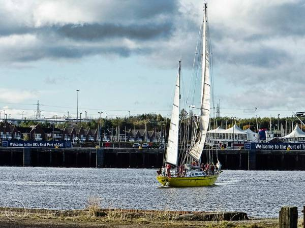 Sail training on the River Tyne, England