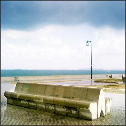 nuevo mundo - bench in storm