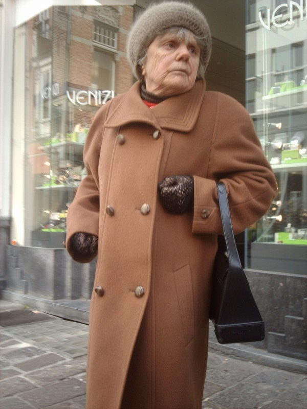 old confused woman in brugge