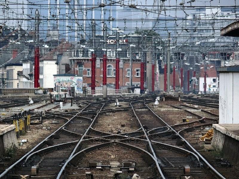 Rails à l'entrée de la gare du Midi