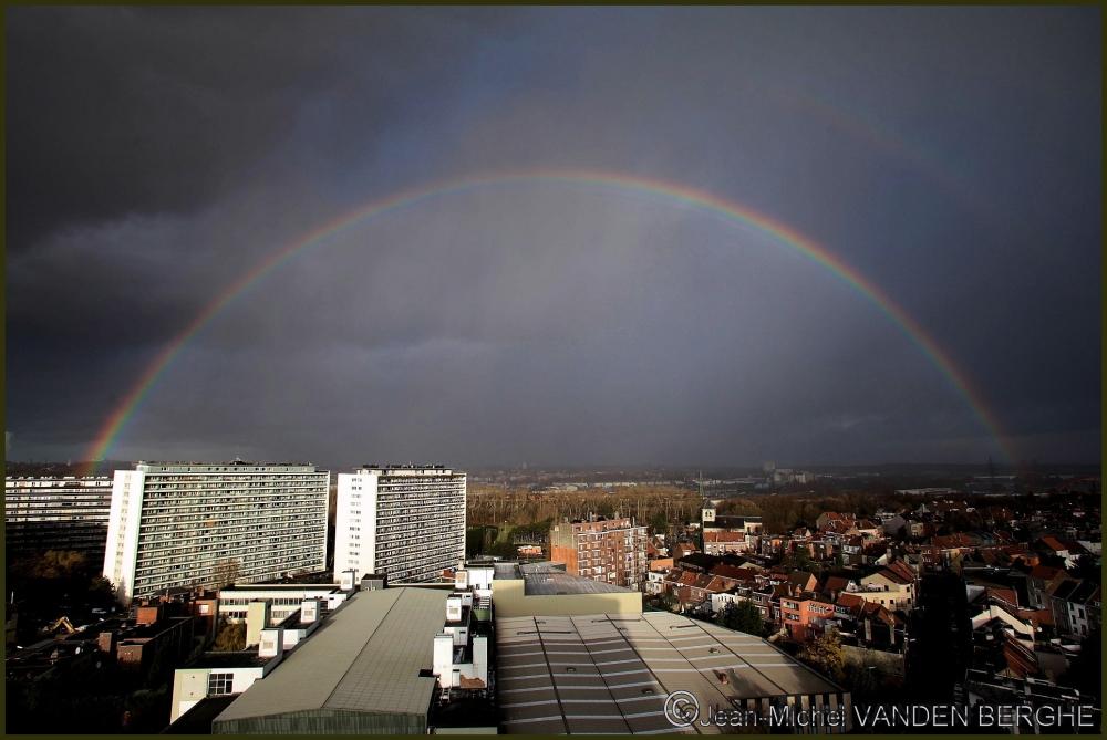 Full arch rainbow.