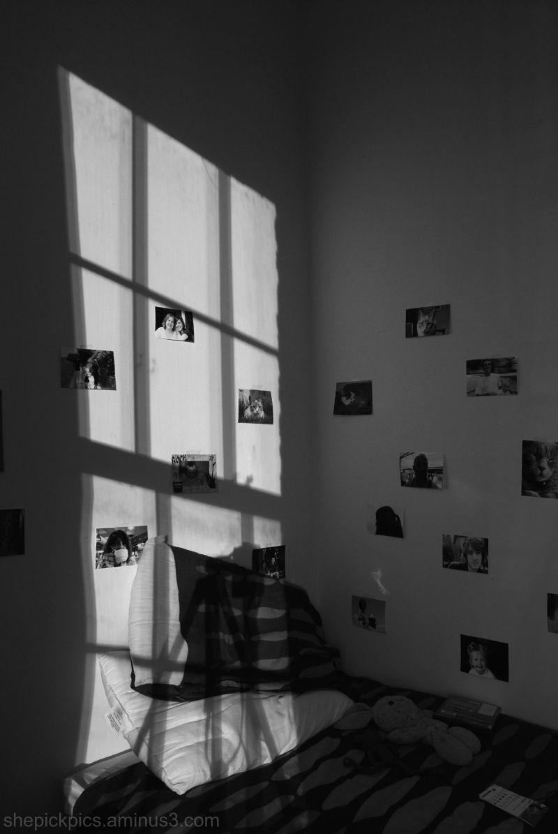 Bedroom by night.
