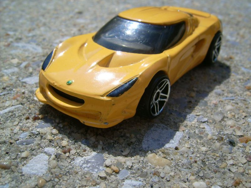 Strong Center of Interest (Yellow Car)