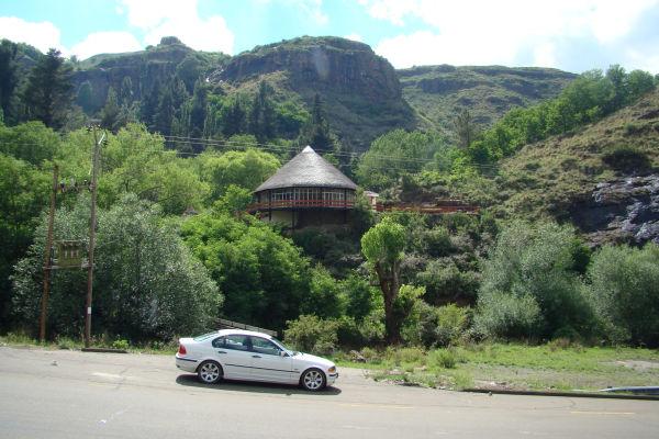 Molimo Nthuse  Lodge