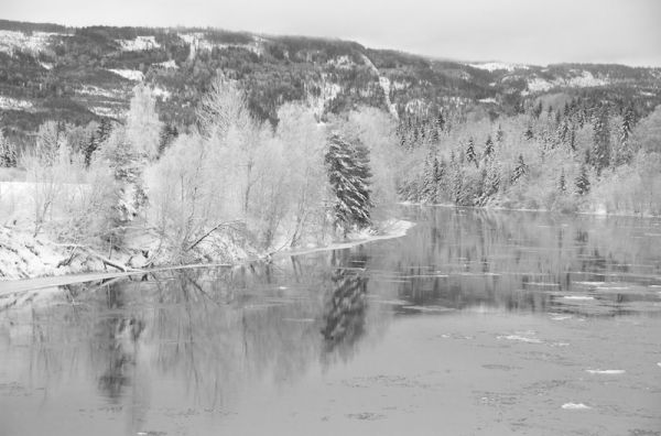 lågen in winter, left bank